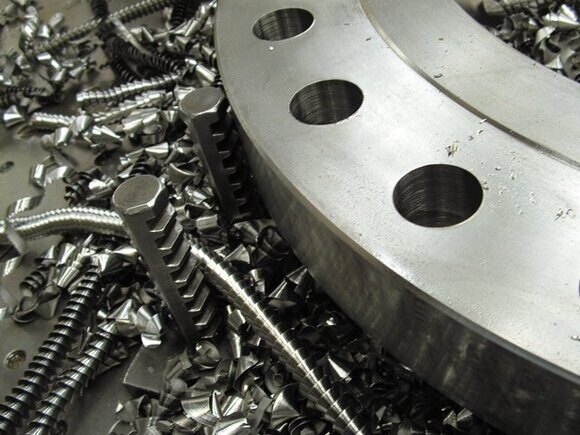 metal-machining-1-1501252-640x480